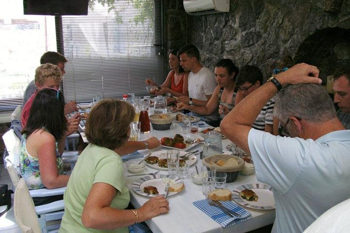 Traditional Lunch or Dinner with Drinks in Mykonos, Miconos, GRECIA