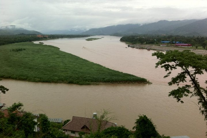 Private Full-Day Tour to Chiang Saen, the Golden Triangle, and Hill Tribes of Mae Sai from Chiang Rai, Chiang Rai, Tailândia