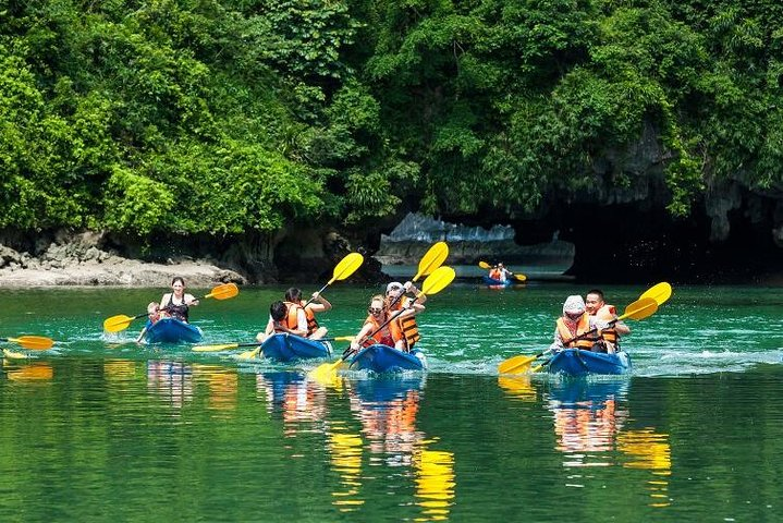 6 Hours Halong Bay Cruise On Titop Island & Swimming -go By New Highway, Hanoi, VIETNAM