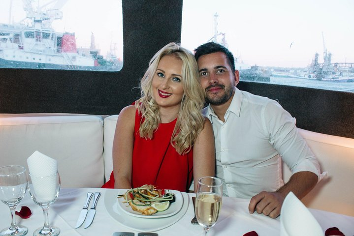 Private Romantic Sunset & Dinner Cruise For 2 Only, Cidade do Cabo, África do Sul