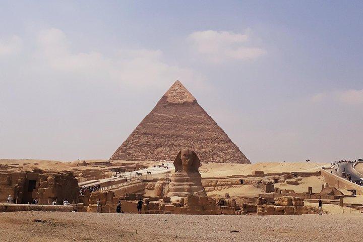 Giza Pyramids, Valley temple and Sphinx day tour, Guiza, Egito