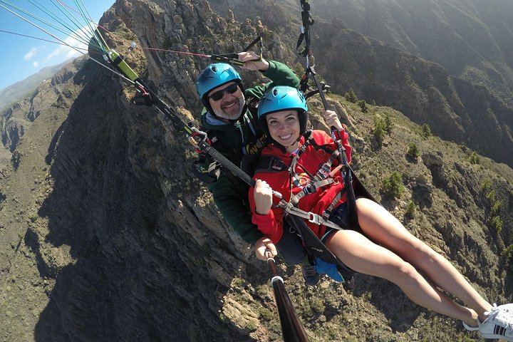 Vuelo en tándem en parapente de alto rendimiento en la zona sur de Tenerife, Tenerife, ESPAÑA
