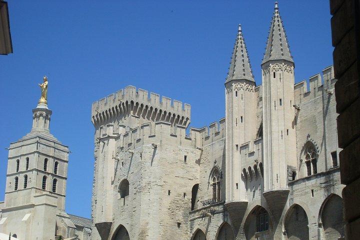 Avignon, Chateauneuf-du-Pape and Les Baux de Provence Tour from Marseille, Marsella, FRANCIA