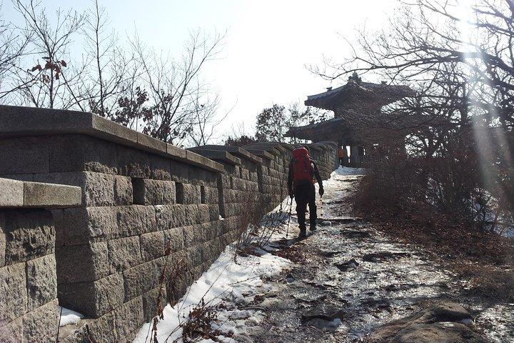 Hiking to Bukhansan Peak(Baegundae: 836.5m) with Mountain Expert, Seul, COREA DEL SUR