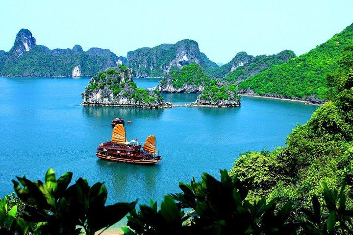 Wonderful Day Cruise Ha Long Bay - UNESCO World Heritage Centre, Halong Bay, VIETNAM