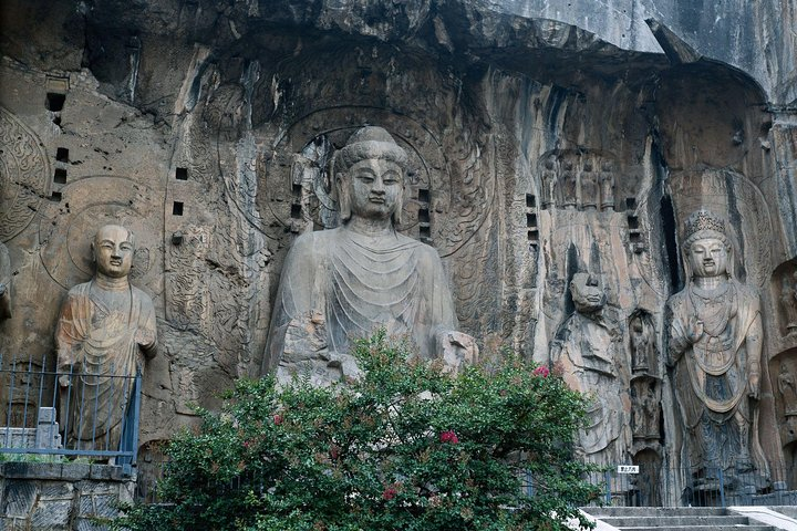 Luoyang Private Day Tour of Shaolin Temple and Longmen Grottoes with Lunch, Luoyang, CHINA