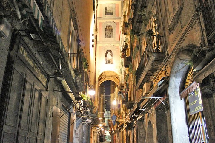 Naples by Night Food Tour with Wine Tasting & Visit of Decumani and Ancient City, Napoles, ITALIA