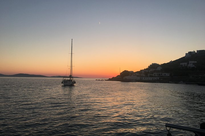 Sunset South Coast Sail Cruise with lunch,drinks, optional transfer, Miconos, GRECIA