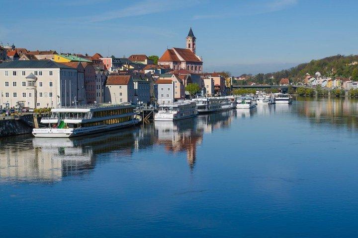 Scenic transfer from Prague to Passau with 4 hours sightseeing in Cesky Krumlov, Praga, REPUBLICA CHECA