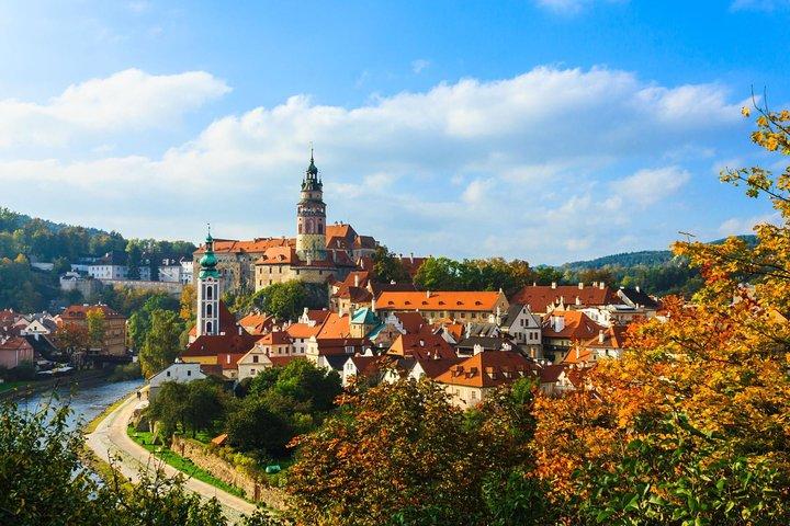 Scenic transfer from Prague to Passau with 4 hours sightseeing in Cesky Krumlov, Praga, CZECH REPUBLIC