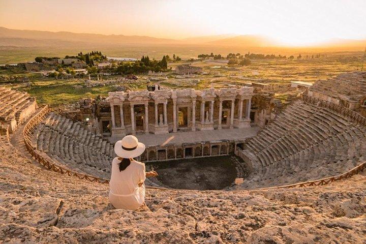 Pamukkale and Hierapolis, Izmir, TURQUIA