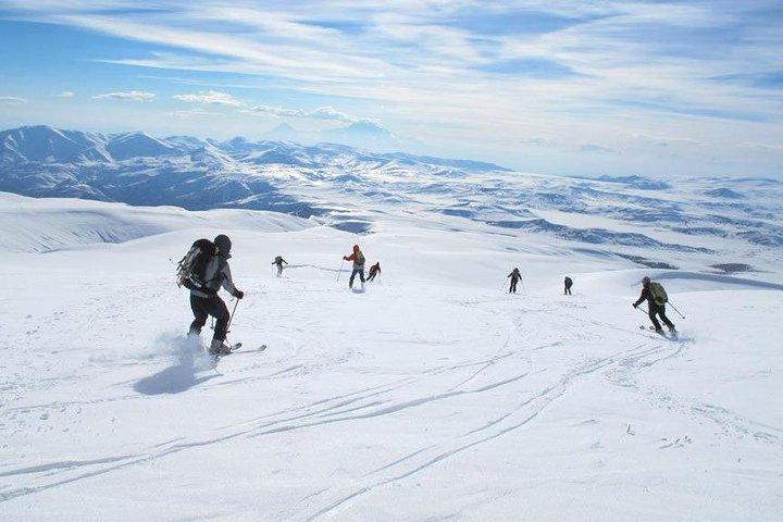 Lake Sevan and Tsaghkadzor ski resort, Erevan, Armênia