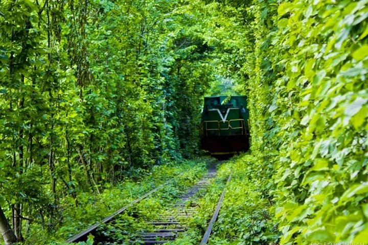 Tunnel of Love, Tarakaniv Fort and Lutsk Private Guided Tour from Kyiv, Kiev, Ucrânia