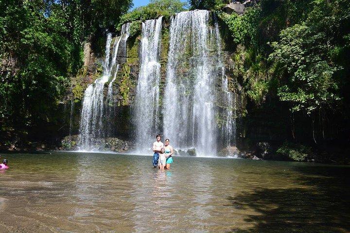 Cráter y cascadas de Miravalles desde Playa Flamingo, Playa Flamingo, COSTA RICA
