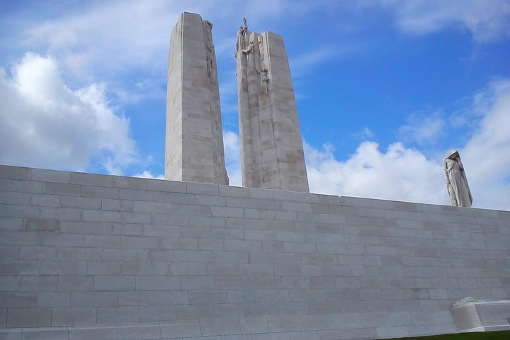 Vimy and Flanders Fields Canadian Battlefield Tour from Lille, Lille, França
