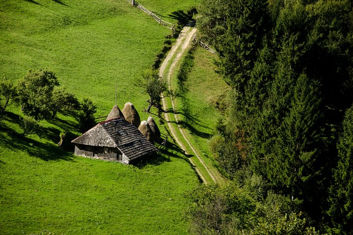 Small-Group Day Trip in Romanian Authentic Mountain Villages from Brasov, Brasov, RUMANIA