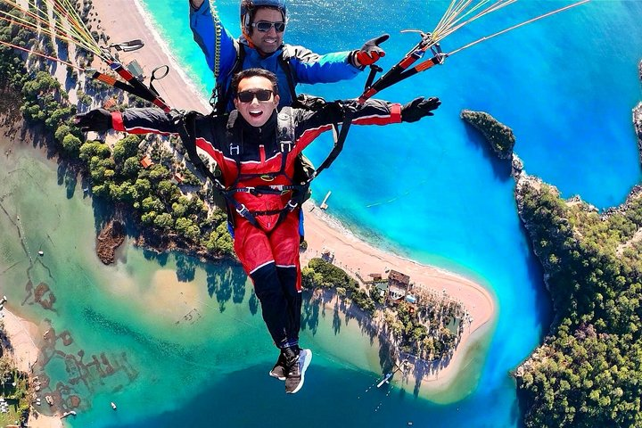 Tandem Paragliding Over The Blue Lagoon in Fethiye From Kas Inc.Transfer, Kas, TURQUIA