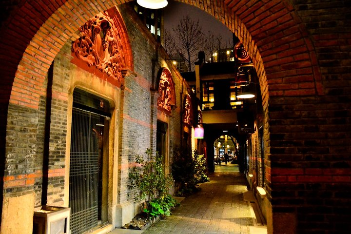 Private Shanghai Evening Street Food Walking and Cruise Tour, Shanghai, CHINA