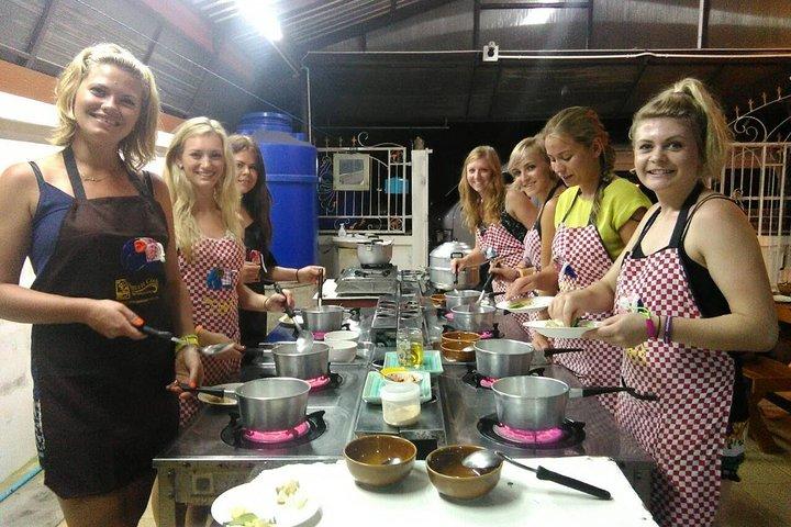 Small-Group Smart Thai Cooking Class in Krabi, Krabi, Tailândia