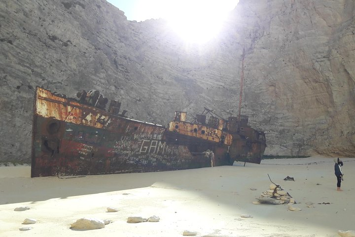 Zakynthos island: One day tour to Navagio Shipwreck Beach Blue Caves & top view, Zante, GRECIA