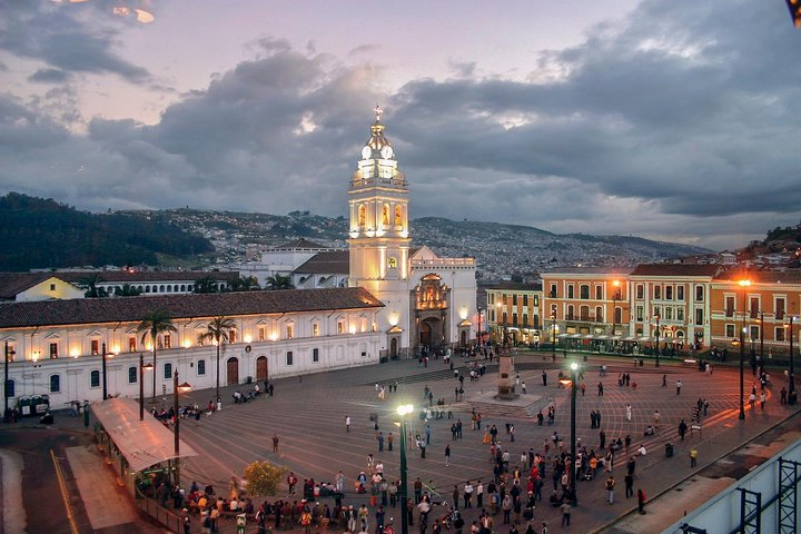 Recorrido por la ciudad de Quito, con teleférico y la Mitad del Mundo, Quito, ECUADOR