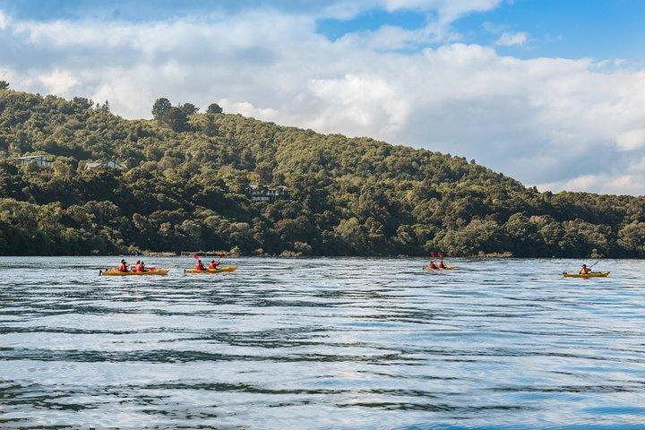 The Maori Carvings Half Day Kayak, Taupo, NOVA ZELÂNDIA