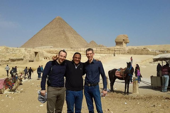 Giza pyramids & sphinx valley temple from Cairo Giza hotel with expert guide, Guiza, EGIPTO