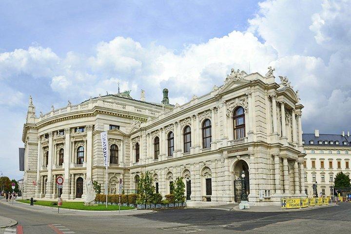 Sightseeing transfers from Vienna to Salzburg with a 4-hours stop in Hallstatt, Viena, AUSTRIA