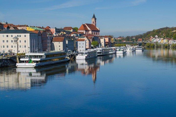 Scenic transfer from Passau to Prague with 2-hours guided tour of Cesky Krumlov, Praga, CZECH REPUBLIC