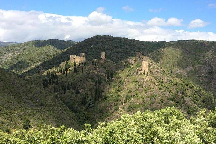 Private Day Tour: Lastours Castles & Cité de Carcassonne. From Carcassonne., Carcasona, FRANCIA