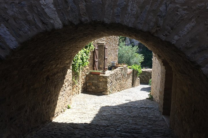 Private Day tour :Lastours, Wine tasting,Minerve,Canal du Midi From Carcassonne, Carcasona, FRANCIA