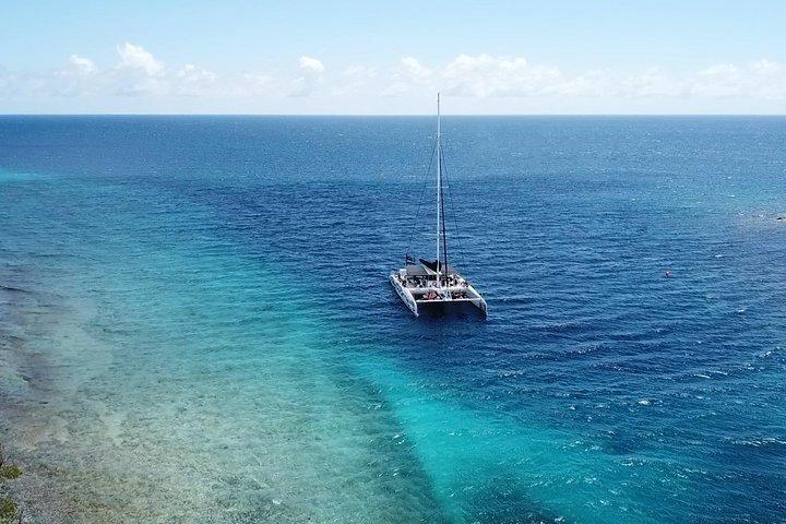 Sailing along the Curacao coast, Curazao, BRASIL