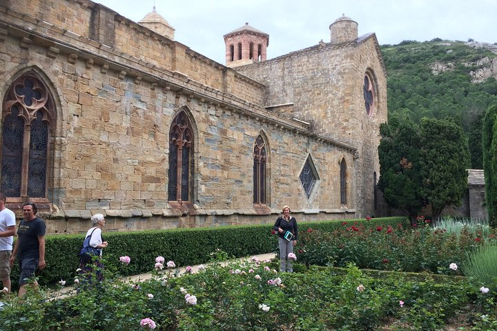 Day Tour to Lagrasse village and Fontfroide Abbey.Private tour from Carcassonne., Carcasona, FRANCIA
