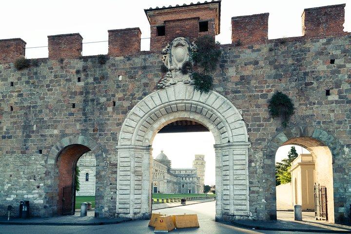 Pisa Guided Walking Tour in Miracoli Square, Pisa, ITALIA