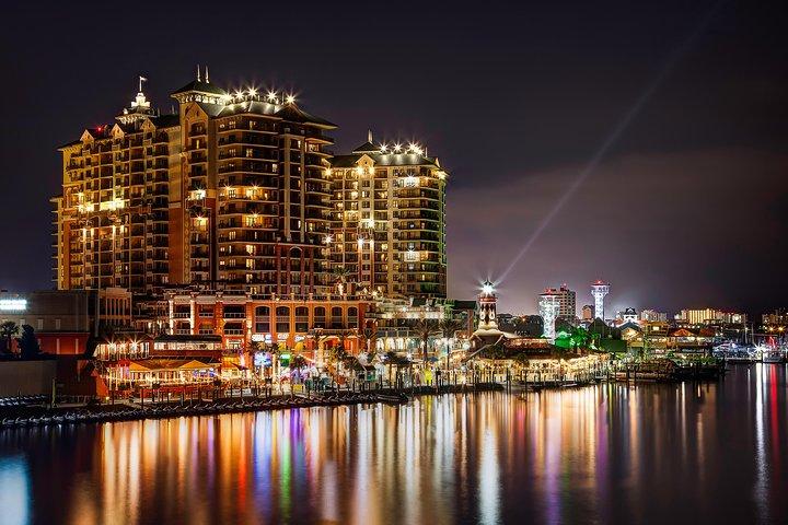 Harbor Lights Tiki Cruise through Destin Harbor, Destin, FL, ESTADOS UNIDOS