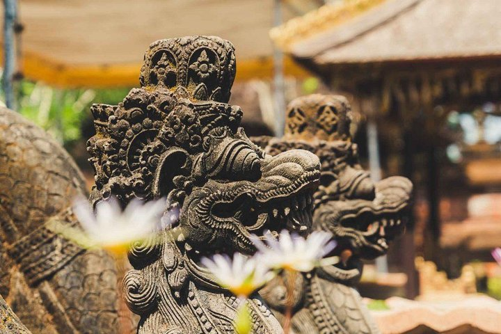 Tanah Lot Temple and Uluwatu Temple Tour with Shopping, Surabaya, Indonesia