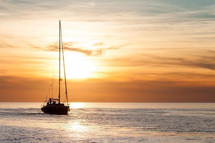 Único crucero alternativo exclusivamente para adultos al atardecer por Miconos con aperitivo, Miconos, GRECIA
