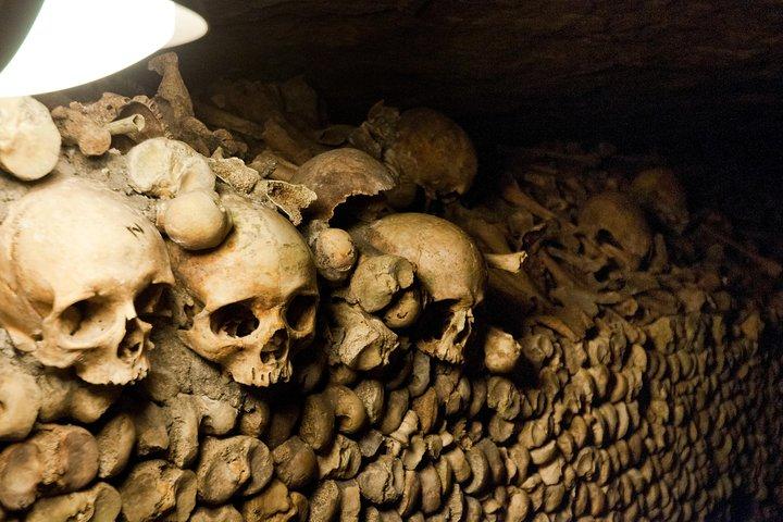 Evite la cola: visita a pie a las catacumbas de París en grupo pequeño, Paris, FRANCIA