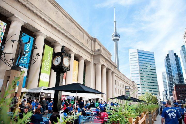 Show Me The City, Toronto Walking Tour, Toronto, CANADA