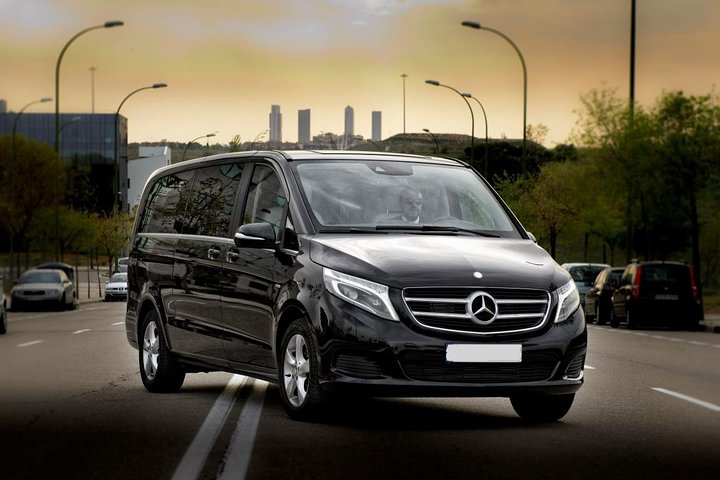 Departure Private Transfer from Munich to Munich Central Station by Luxury Van, Munique, Alemanha