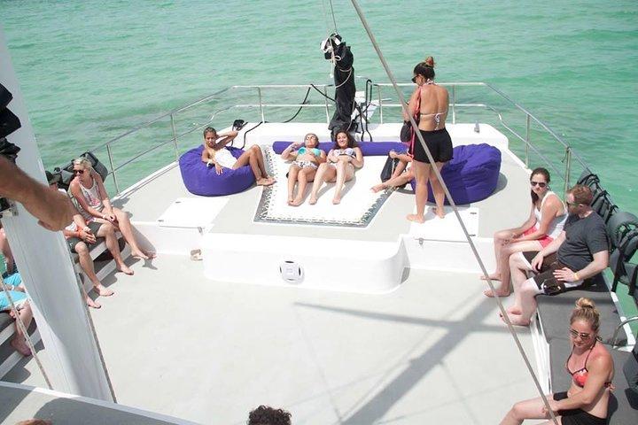 Catamarán de fiesta en Punta Cana con buceo de superficie y parapente, Punta de Cana, REPUBLICA DOMINICANA