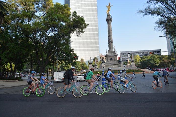 The Emperor Route, Chapultepec & Paseo de la Reforma Historical bike tour, Ciudad de Mexico, MEXICO