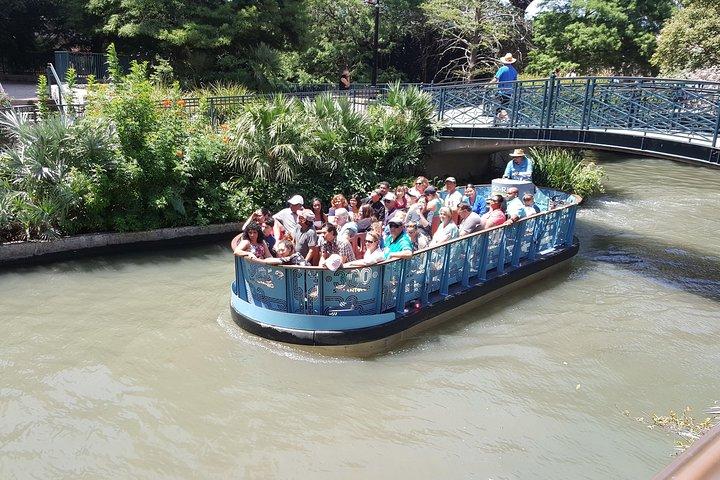 San Antonio River Walk Cruise and 3-Day Hop-On Hop-Off Pass, San Antonio, TX, ESTADOS UNIDOS