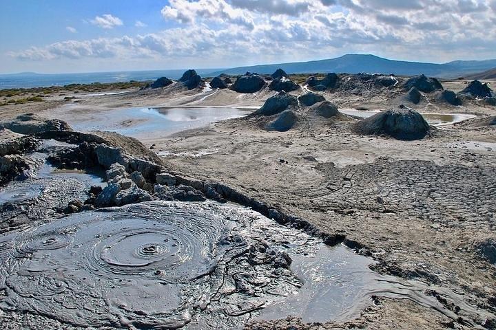 Amazing Gobustan and Mud Volcano tour, Baku, AZERBAIYAN