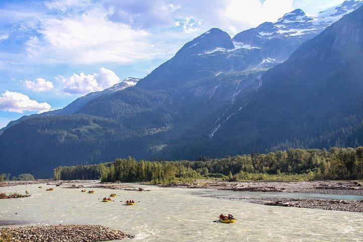 Family Friendly Cheakamus Splash Rafting- Squamish, Squamish, CANADÁ