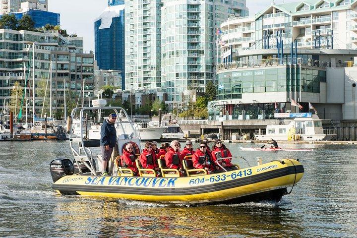 Cruzeiro turístico pelo centro de Vancouver em uma embarcação Zodiac, Vancouver, CANADÁ