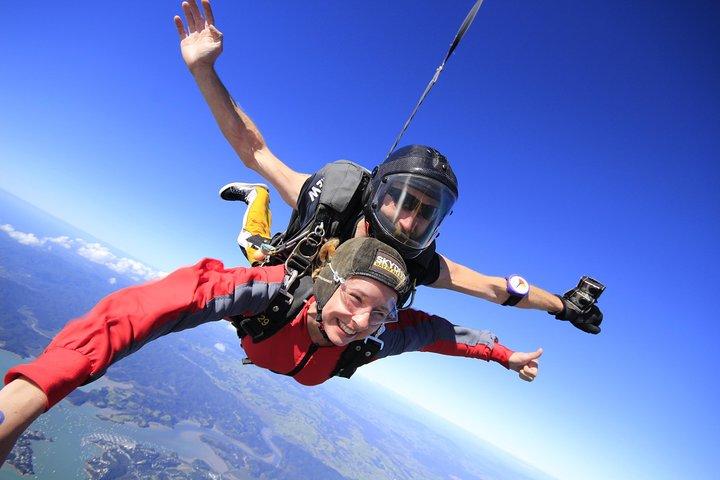 9000ft Skydive - 20 Seconds of free fall, Bahia de Islas, NUEVA ZELANDIA