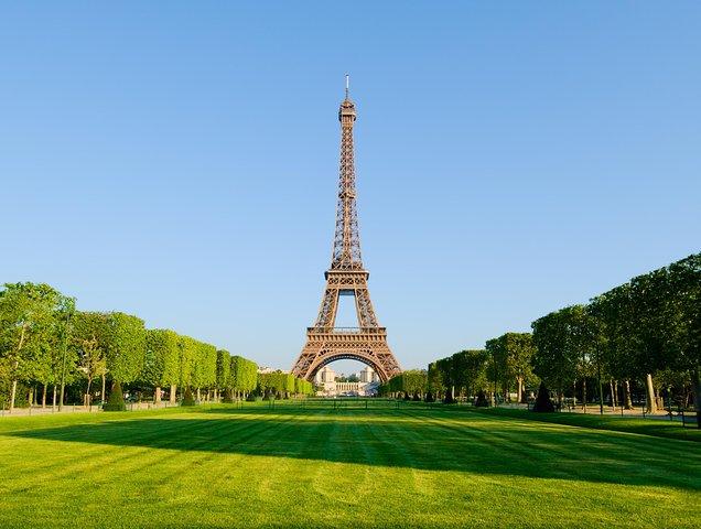 Lunch at the Eiffel Tower with Seine River Cruise & Immersive Paris City Tour, Paris, FRANCE