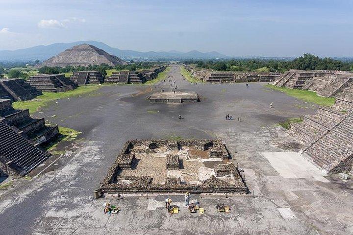 1 or 2 Days Trip to Mexico City Pyramids Zocalo Basilica and Anthropology Museum, Acapulco, Mexico
