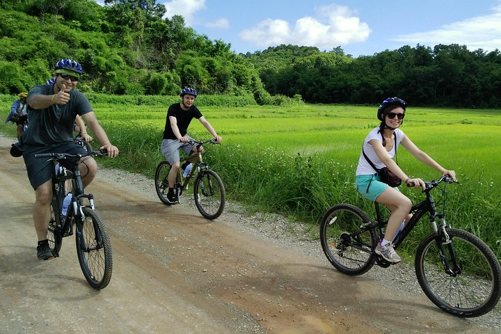Half Day Cycling Tour to the White temple, Chiang Rai, Thailand